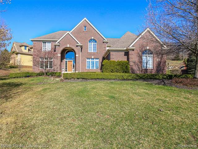 18667 Clover Hill Court, Northville Twp, MI 48168 (#2200025220) :: Duneske Real Estate Advisors
