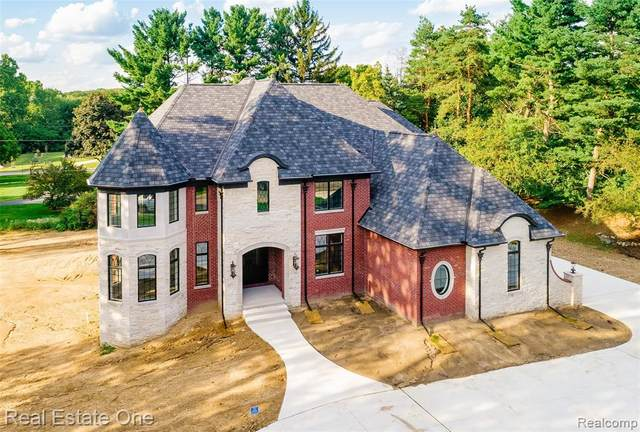 3523 Strathcona Drive, Rochester Hills, MI 48309 (#2200025355) :: The Alex Nugent Team   Real Estate One