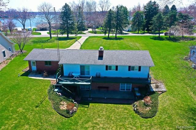 4152 Four Lakes Avenue, Fenton Twp, MI 48451 (#2200025463) :: Duneske Real Estate Advisors