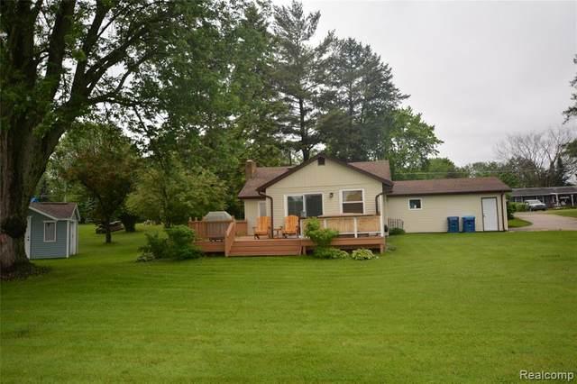 15091 Restwood Drive, Fenton Twp, MI 48451 (MLS #2200025598) :: The John Wentworth Group