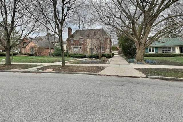 25 Hampton Rd, Village of Grosse Pointe Shores, MI 48236 (MLS #58050009568) :: The Toth Team