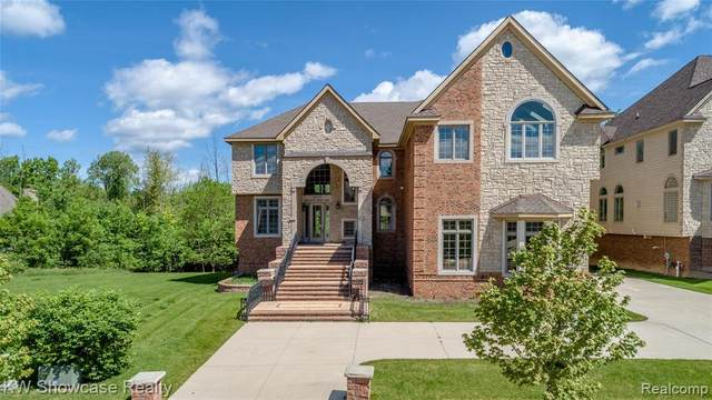 5695 Branford Drive, West Bloomfield Twp, MI 48322 (#2200026529) :: Novak & Associates