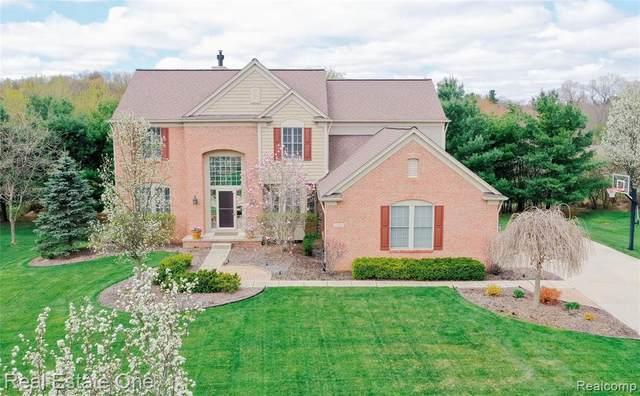 1524 Covington Woods Lane, Orion Twp, MI 48360 (#2200029252) :: The Alex Nugent Team   Real Estate One