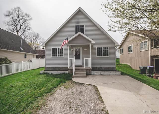 7777 Shady Beach Drive, Northfield Twp, MI 48189 (MLS #2200029999) :: The Toth Team