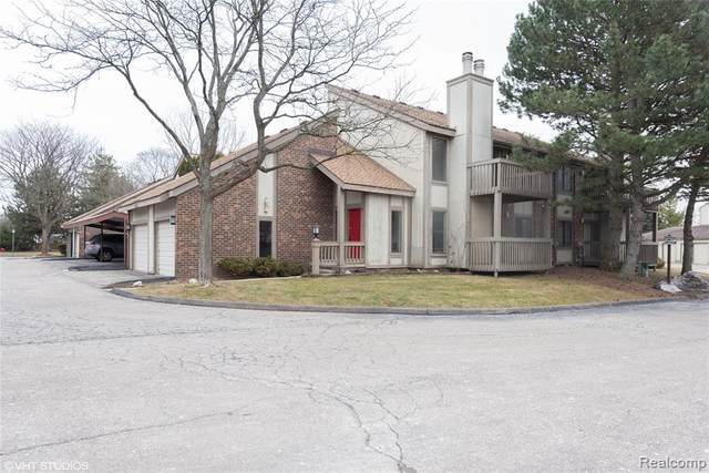 7480 N Brynmawr Court, West Bloomfield Twp, MI 48322 (#2200030347) :: The Mulvihill Group
