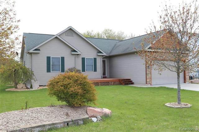 416 N Clearwater Drive, Perry, MI 48872 (MLS #2200031000) :: The Toth Team