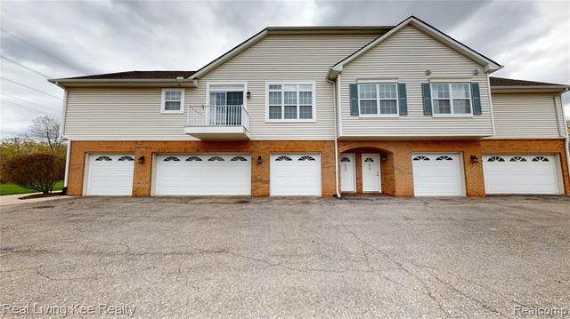 622 Olde English Circle, Howell Twp, MI 48855 (MLS #2200031239) :: The Toth Team