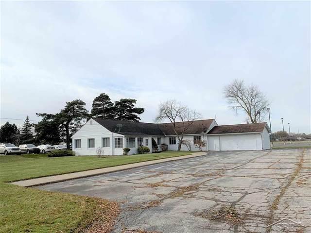 715 N Center, Saginaw Twp, MI 48638 (#61050010880) :: The Alex Nugent Team | Real Estate One
