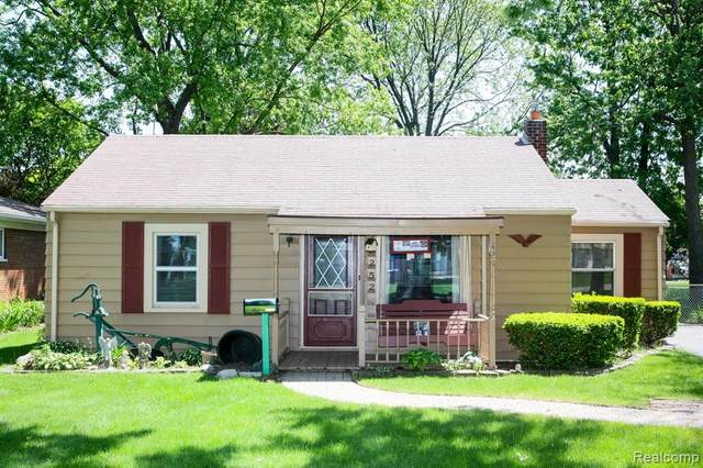 45252 Platt Street, Utica, MI 48317 (#2200031767) :: The Mulvihill Group