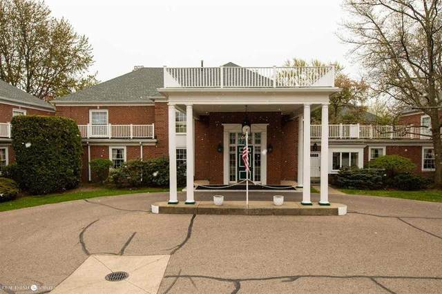 17111 E Jefferson #28, Grosse Pointe, MI 48230 (MLS #58050011013) :: The Toth Team