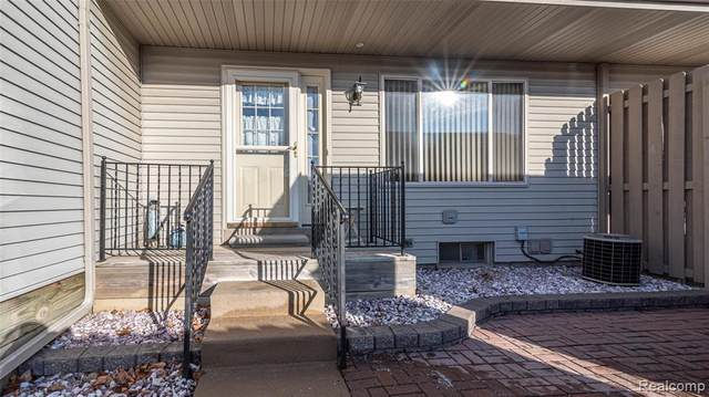 61702 Williamsburg #5, South Lyon, MI 48178 (MLS #2200032912) :: The John Wentworth Group