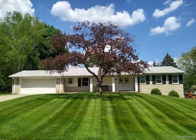 724 Sandstone Drive, Rochester Hills, MI 48309 (#2200032998) :: RE/MAX Nexus