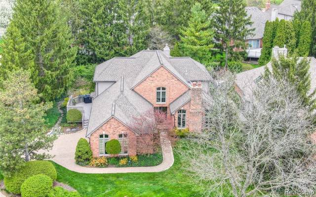 5563 Pine Brooke Court, Bloomfield Twp, MI 48304 (#2200033308) :: Alan Brown Group