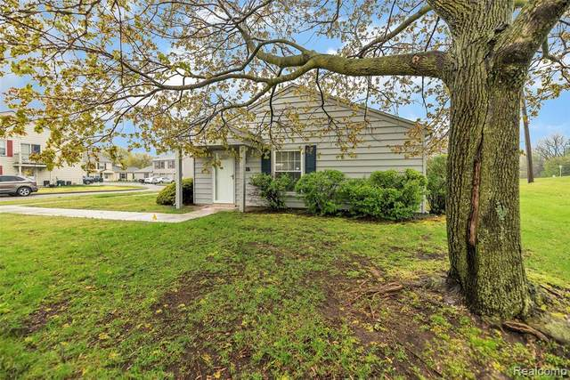 2601 Thornbrier Court, Orion Twp, MI 48360 (MLS #2200033689) :: The Toth Team