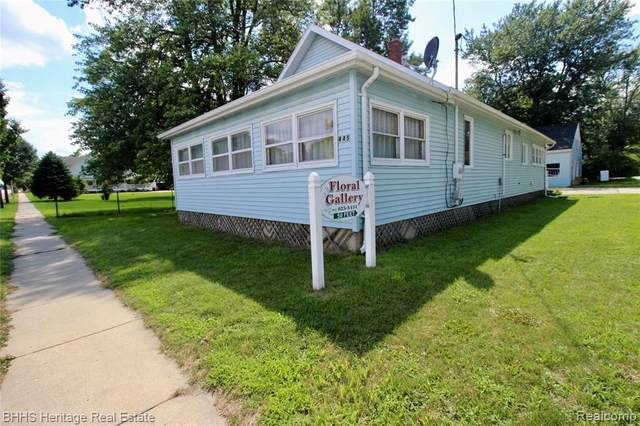 445 Main, Perry, MI 48872 (MLS #2200034129) :: The Toth Team
