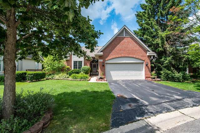 30684 Tanglewood Trail, Farmington Hills, MI 48331 (#2200034335) :: Duneske Real Estate Advisors
