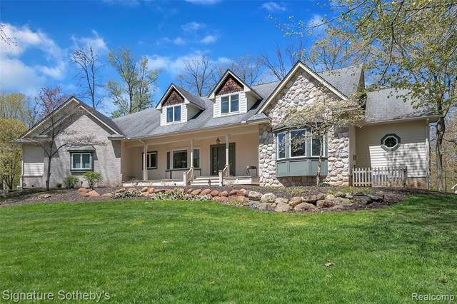 7925 Oak Knoll Drive, Salem Twp, MI 48168 (#2200034679) :: The Mulvihill Group
