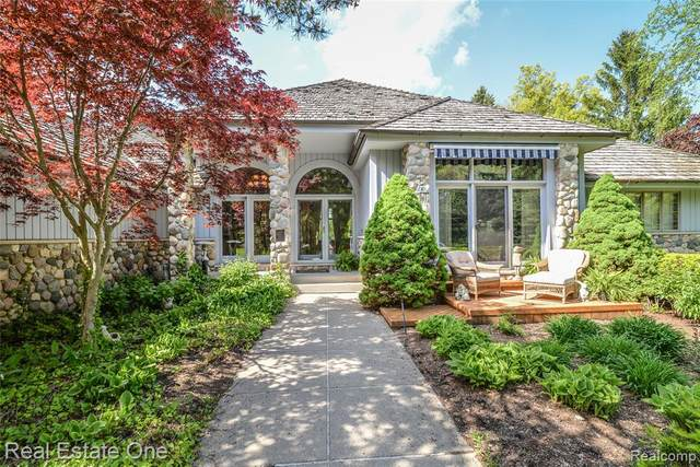 6208 Rue Du Lac, West Bloomfield Twp, MI 48323 (#2200035013) :: Novak & Associates