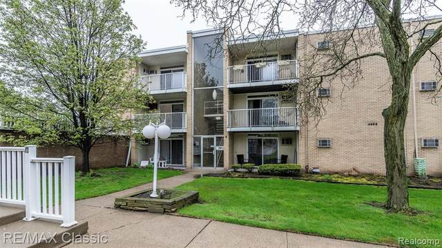 4905 Crooks Rd Apt B4 B4, Royal Oak, MI 48073 (MLS #2200035066) :: The Toth Team