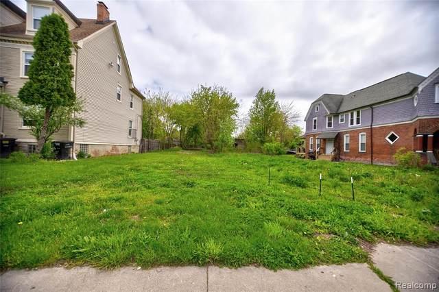 1751 W Warren Avenue, Detroit, MI 48208 (#2200035088) :: BestMichiganHouses.com