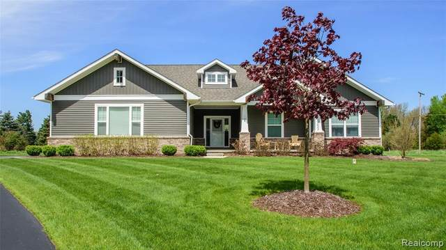 2623 Pine Shadow Court, Pinckney Vlg, MI 48169 (#2200035395) :: Novak & Associates