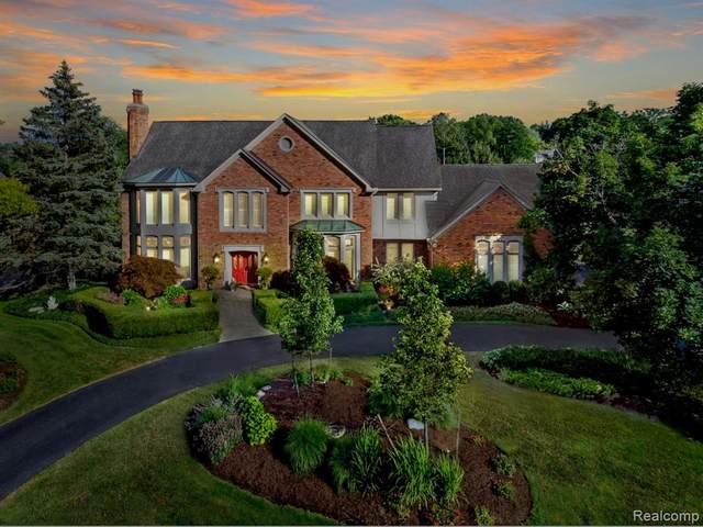 1249 Water Cliff Drive, Bloomfield Twp, MI 48302 (#2200035894) :: The Mulvihill Group