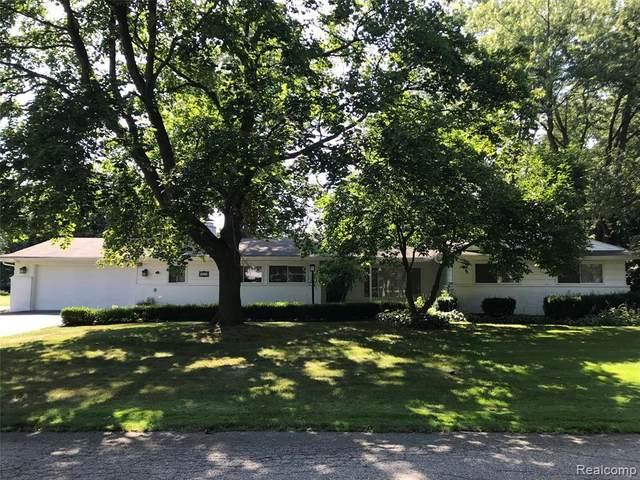 2670 Pendleton Drive, Bloomfield Twp, MI 48304 (#2200035988) :: The Mulvihill Group