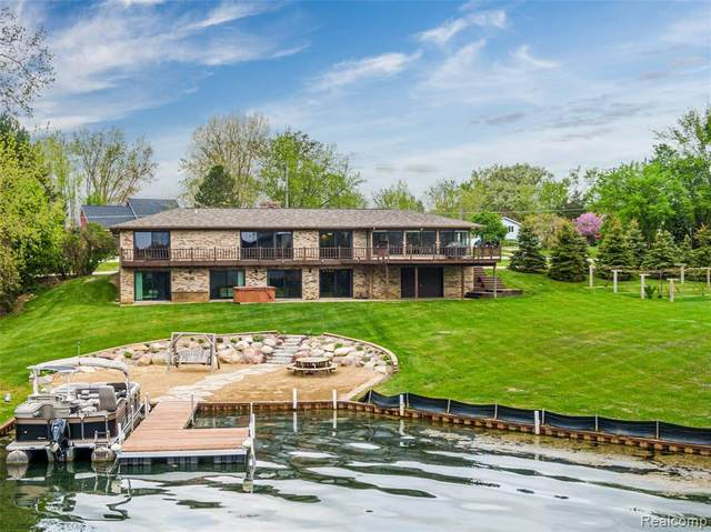 12489 Torrey Road, Fenton Twp, MI 48430 (#2200036293) :: The Merrie Johnson Team