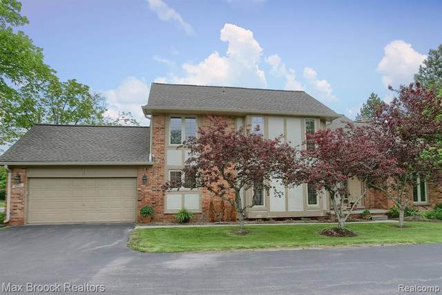 4085 Willoway Place Drive E #8, Bloomfield Twp, MI 48302 (MLS #2200036479) :: The Toth Team