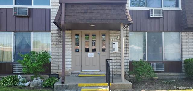 30233 Utica Rd Apt 236, Roseville, MI 48066 (#2200036852) :: The Alex Nugent Team | Real Estate One