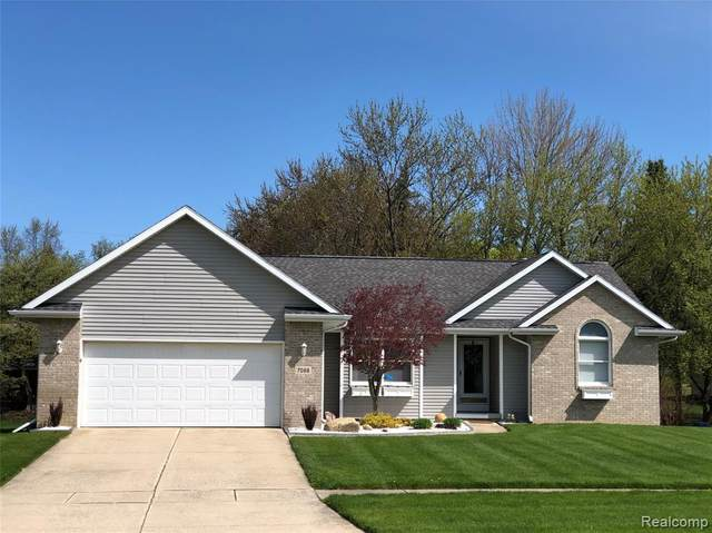 7088 Parkridge Parkway, Swartz Creek, MI 48473 (#2200037136) :: The Merrie Johnson Team