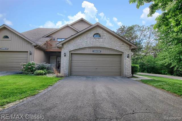 29623 Sierra Point Circle, Farmington Hills, MI 48331 (MLS #2200037171) :: The Toth Team