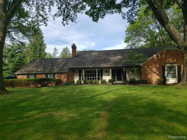 30765 Roberts Drive, Franklin Vlg, MI 48025 (#2200037319) :: RE/MAX Nexus
