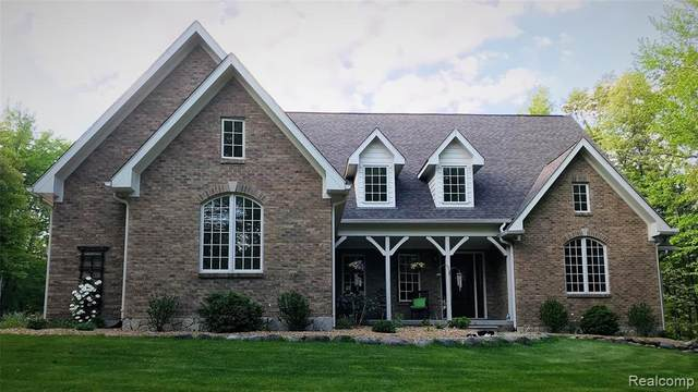 689 Indian Lake Road, Oxford Twp, MI 48371 (#2200037335) :: The Alex Nugent Team | Real Estate One