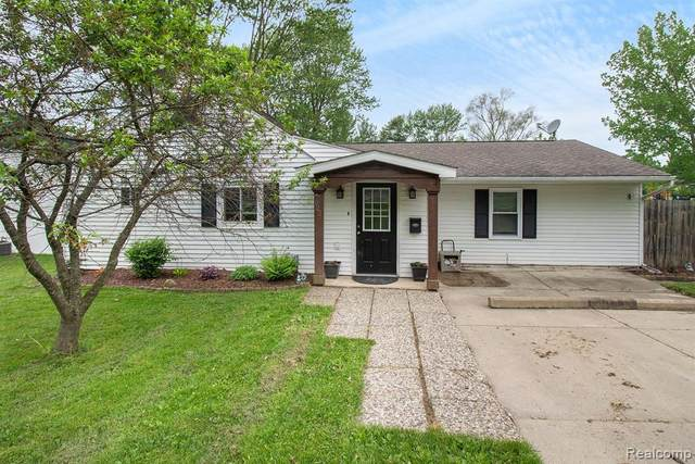 922 Hadden Avenue, Howell, MI 48843 (MLS #2200037890) :: The John Wentworth Group