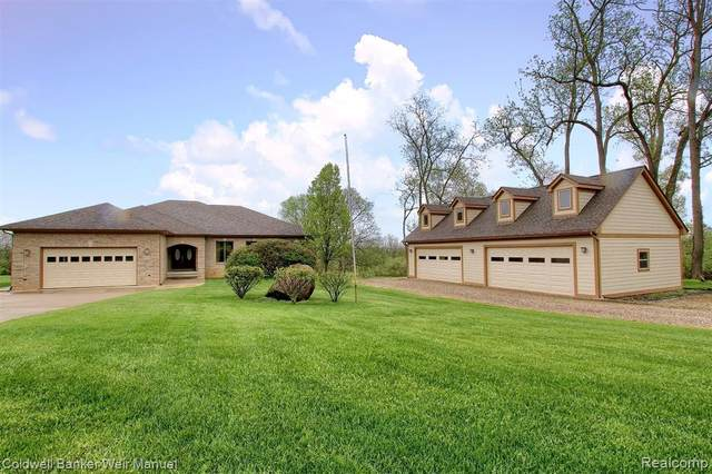 6020 Trillium Trail, White Lake Twp, MI 48383 (#2200037905) :: RE/MAX Nexus