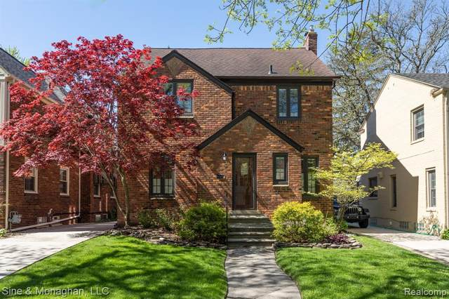 311 Merriweather Road, Grosse Pointe Farms, MI 48236 (MLS #2200037984) :: The Toth Team