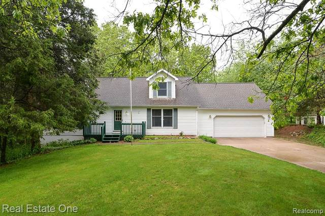 7710 Hammel Road, Hamburg Twp, MI 48116 (#2200037999) :: The Mulvihill Group