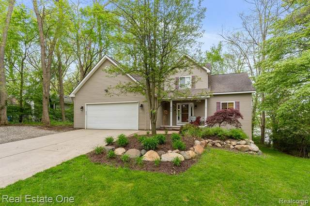 930 Walnut Street Street, Orion Twp, MI 48362 (#2200038038) :: The Merrie Johnson Team