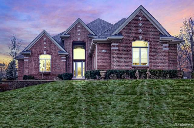 587 Parkland Hills Drive, Oakland Twp, MI 48306 (#2200038047) :: The Merrie Johnson Team