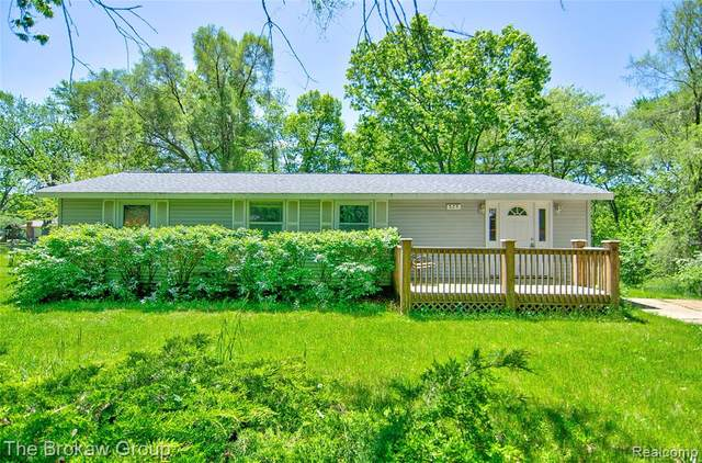 575 Fisher Road, Highland Twp, MI 48357 (MLS #2200038130) :: The Toth Team