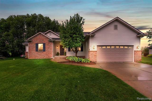12310 Water Greens Court, Fenton Twp, MI 48430 (#2200038319) :: The Merrie Johnson Team