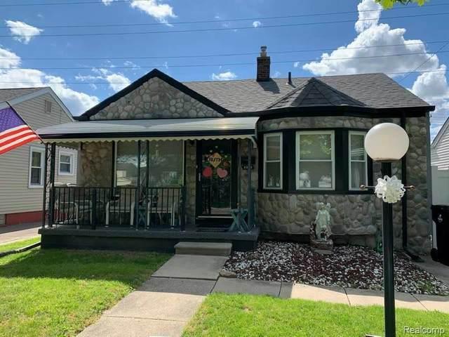 2262 9TH Street, Wyandotte, MI 48192 (#2200038372) :: Keller Williams West Bloomfield