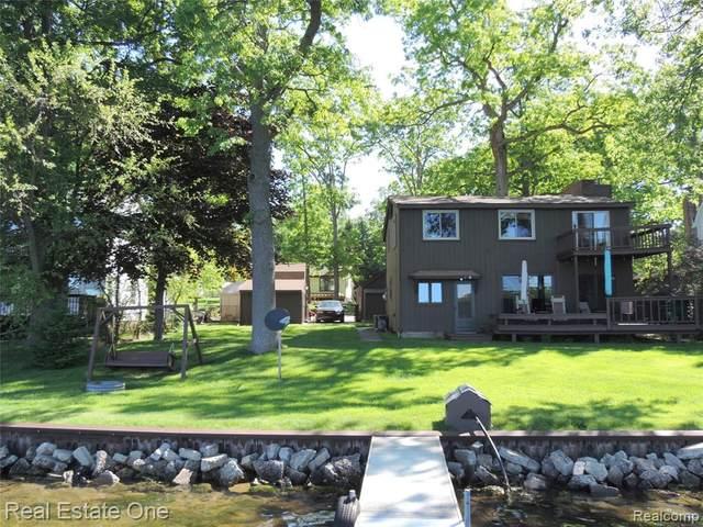 3624 Jackson Boulevard, White Lake Twp, MI 48383 (#2200038424) :: The Merrie Johnson Team