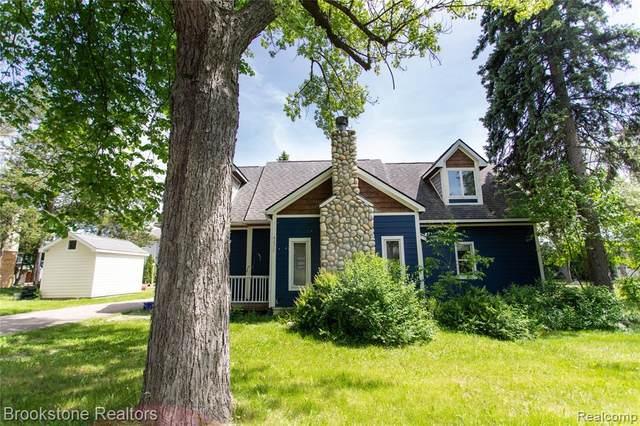 4075 Green Lake Road, West Bloomfield Twp, MI 48324 (#2200038588) :: RE/MAX Nexus