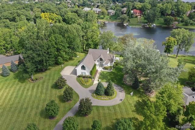 10460 Elizabeth Lake Road, White Lake Twp, MI 48386 (#2200038640) :: The Merrie Johnson Team