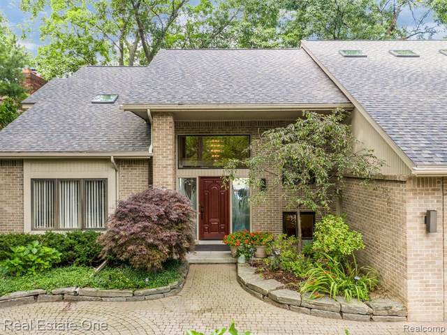 4463 Rolling Pine Drive, West Bloomfield Twp, MI 48323 (#2200039119) :: Alan Brown Group