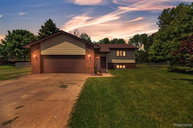 4950 Ennismore Drive, Independence Twp, MI 48346 (#2200039244) :: The Merrie Johnson Team