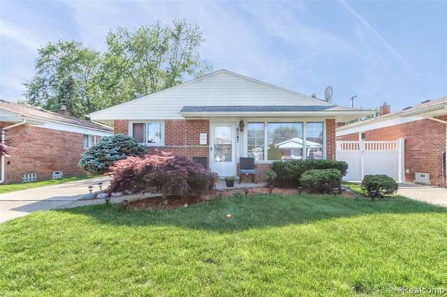 6547 Colonial Street, Dearborn Heights, MI 48127 (MLS #2200039388) :: The Toth Team