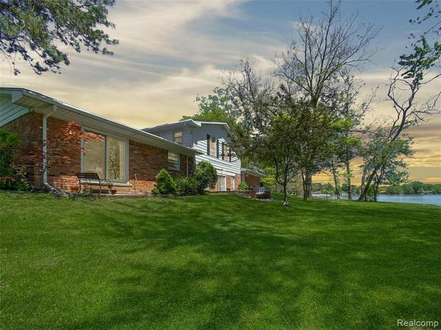3290 Schoolhouse Drive, Waterford Twp, MI 48329 (#2200039393) :: The Merrie Johnson Team